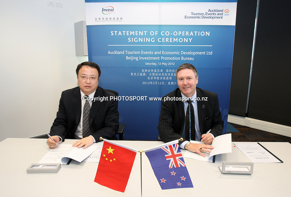 Shui Yong and Brett O'Riley at the Signing of Agreement between Auckland Tourism, Events and Economic Development and the Beijing Investment Promotion Board, Auckland, New Zealand. Saturday 12th May 2012. Photo: Wayne Drought / photosport.co.nz