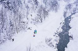 THEMENBILD - ein Familie mit Kind bei einem Spaziergang im Schneefall, aufgenommen am 09. Jaenner 2019 in Saalbach, Oesterreich // a family with a child take a walk in the winterlandscape, Saalbach, Austria on 2019/01/09. EXPA Pictures © 2019, PhotoCredit: EXPA/ JFK