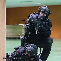 Entraînement au tir de Tireurs Haute Précision (THP) du groupe Omega du RAID armés de fusils HK 417. <br /> Décembre 2016 / Bièvres (91) / FRANCE