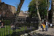 Scene as people sit and walk in the sunshine during their lunch breaks in a small park just off Kensington Park Walk. In a selected few boroughs of West London, wealth has changed over the last couple of decades. Traditionally wealthy parts of town, have developed into new affluent playgrounds of the super rich. With influxes of foreign money in particular from the Middle-East. The UK capital is home to more multimillionaires than any other city in the world according to recent figures. Boasting a staggering 4,224 'ultra-high net worth' residents - people with a net worth of more than $30million, or £19.2million.. London, England, UK.