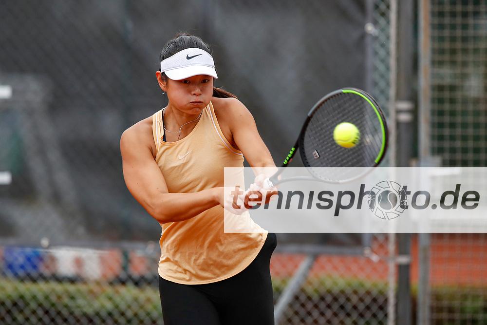 Clara Burel (FRA), Thierry Champion (FRA) - WTO Wiesbaden Tennis Open - ITF World Tennis Tour 80K, 26.9.2021, Wiesbaden (T2 Sport Health Club), Deutschland, Photo: Mathias Schulz