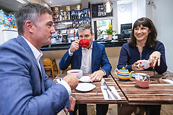 © Licensed to London News Pictures. 26/09/2021. EMBARGOED UNTIL 27 SEPTEMBER 2021 .Brighton, UK. PETER KYLE MP for Hove and Portslade , Labour Party Leader SIR KEIR STARMER and Shadow Chancellor RACHEL REEVES visit a cafe on George Street in Hove . The second day of the 2021 Labour Party Conference , which is taking place at the Brighton Centre . Photo credit: Joel Goodman/LNP