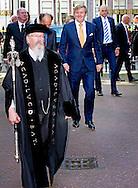 """LEIDEN - King Willem Alexander and Her Majesty Queen Máxima on Thursday, October 1st, 2015 at the conference """"China in the Netherlands' Leiden University. The meeting is organized by the university in preparation for the state visit of the royal couple at the end of October brings the PRC. COPYRIGHT ROBIN UTRECHT <br /> Koning Willem alaxander en Hare Majesteit Koningin Máxima zijn op donderdag 1 oktober 2015 aanwezig bij de bijeenkomst """"China in Nederland"""" bij de Universiteit Leiden. De bijeenkomst wordt georganiseerd door de universiteit in aanloop naar het staatsbezoek dat het Koningspaar eind oktober brengt aan de Volksrepubliek China."""