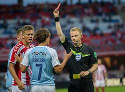 Julius Eskesen (SønderjyskE) får rødt kort af dommer Jørgen Daugbjerg Burchardt under finalen i Sydbank Pokalen mellem AaB og SønderjyskE den 1. juli 2020 i Blue Water Arena, Esbjerg (Foto Claus Birch).