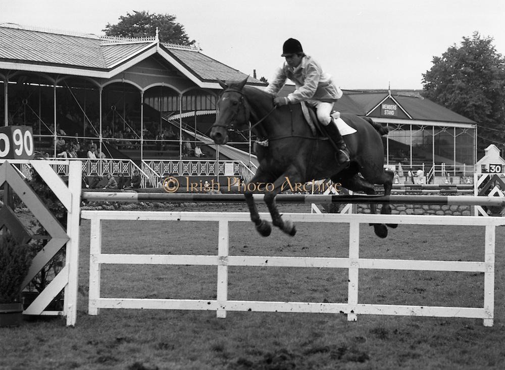"07/08/1980<br /> 08/07/1980<br /> 07 August 1980<br /> R.D.S. Horse Show: John Player Top Score Competition, Ballsbridge, Dublin.Nelson Pessoa (Brazil) on ""Moet Et Chandon Genet D'Or""."