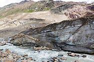 Il fiume che nasce dall'acqua di fusione del ghiacciaio dei Forni. Lombardia, Agosto 2020