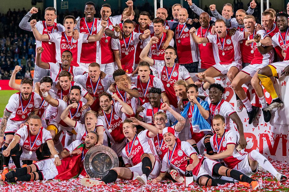 15-05-2019 NED: De Graafschap - Ajax, Doetinchem<br /> Round 34 / It wasn't really exciting anymore, but after the match against De Graafschap (1-4) it is official: Ajax is champion of the Netherlands / Ajax kampioen, team photo