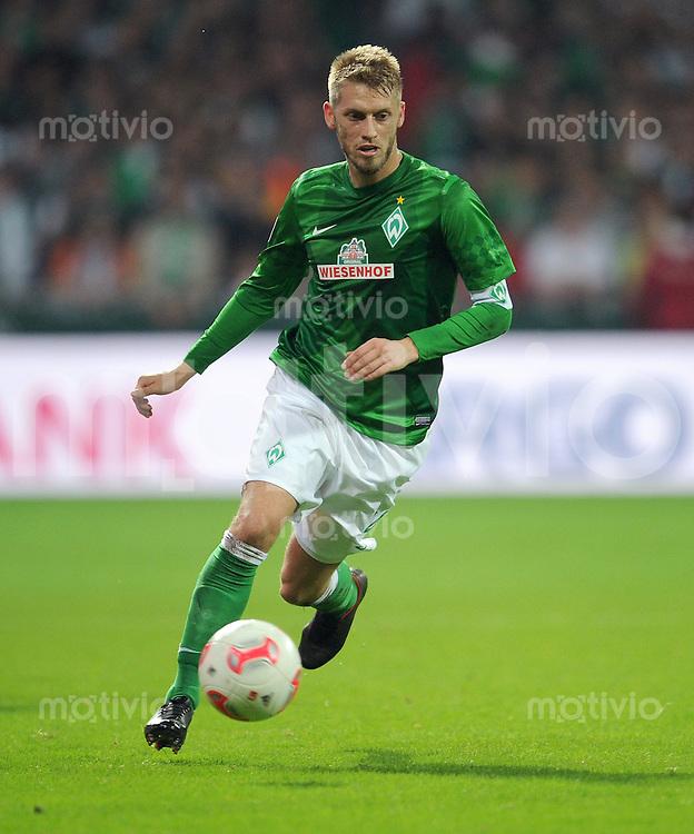 FUSSBALL   1. BUNDESLIGA    SAISON 2012/2013    8. Spieltag   SV Werder Bremen - Borussia Moenchengladbach  20.10.2012 Aaron Hunt (SV Werder Bremen) Einzelaktion am Ball