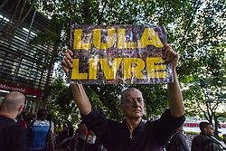 April 17, 2018 - Sao Paulo, Brazil - Protesters protest at the door of Rede Globo against the broadcaster and for the freedom of Lula., In São Paulo, Brazil on April 17, 2018. Lula was jailed on corruption charges but remains the leftist Workers' Party candidate for Brazil's October presidential election and an overall favourite in the polls. (Credit Image: © Cris Faga/NurPhoto via ZUMA Press)
