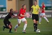 Fotball<br /> 06.03.2017<br /> WU 23 National 5 Nations Tournament<br /> La Manga , Spania<br /> Norge - USA<br /> Danielle Weatherholt (L) , USA<br /> Tonje Pedersen (M) , Norge<br /> Dommer Lovisa Johansson (R)<br /> Foto: Astrid M. Nordhaug