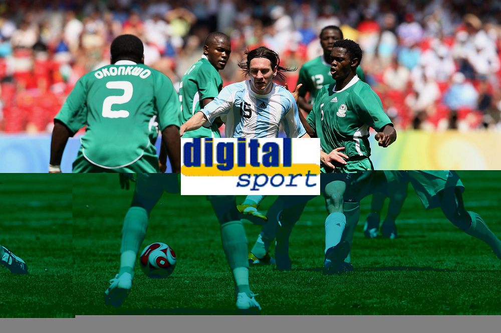 Fotball<br /> OL 2008 Beijing<br /> Nigeria v Argentina Finale<br /> 22.08.2008<br /> Foto: Witters/Digitalsport<br /> NORWAY ONLY<br /> <br /> v.l. Chibuzor Okonkwo, Victor Obinna, Lionel Messie Argentinien, Ebenezer Ajilore, Dele Adeleye<br /> Olympische Spiele Peking 2008, Fussball Herren Finale Nigeria - Argentinien<br /> <br /> BILDET INNGÅR IKKE I OL-FASTAVTALER