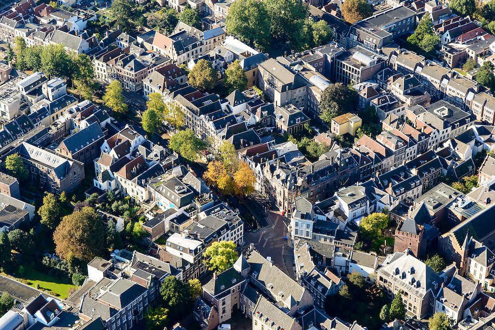 Nederland, Utrecht, Gemeente Utrecht, 30-09-2015; Centrum Utrecht met Kromme Nieuwegracht.<br /> Downtown Utrecht, city centre with canals.<br /> luchtfoto (toeslag op standard tarieven);<br /> aerial photo (additional fee required);<br /> copyright foto/photo Siebe Swart