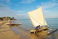 Madagascar. Ifaty, village de pecheur d'ethnie Vezo. Environs de Tulear. Depart pour la peche. // Madagascar Ifaty, fishing village of Vezo ethnic group. Around Tulear.