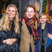 NLD/Amsterdam/20161222 - Première 32ste Wereldkerstcircus, Pammy Boltini, zoon Angelo en partner