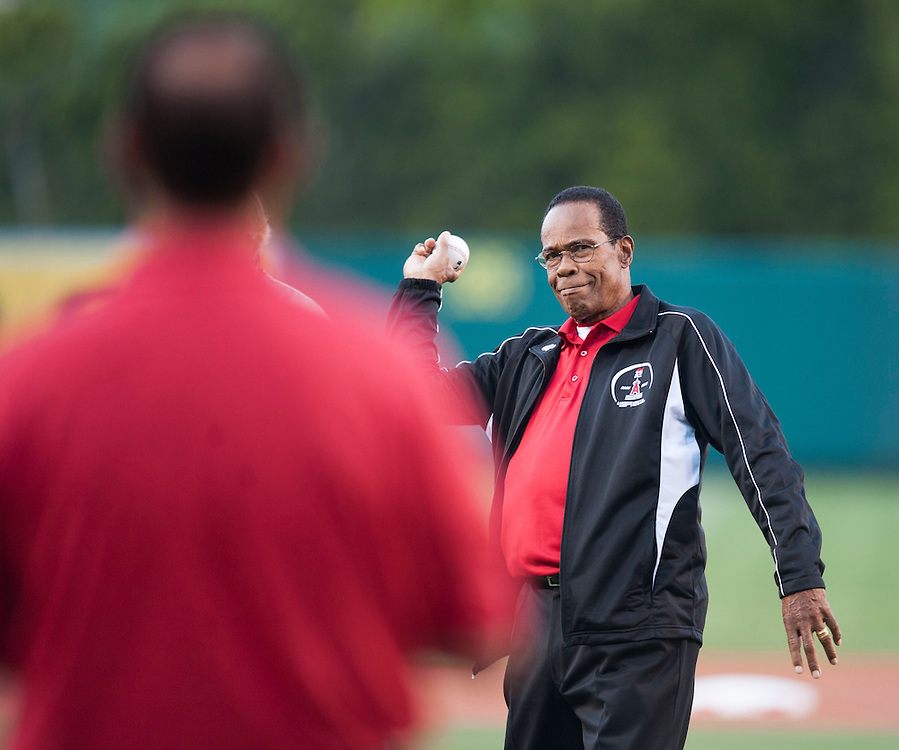 Angels great Rod Carew throws out the first pitch to Clyde Wright Tuesday night at Angel Stadium.<br /> <br /> ///ADDITIONAL INFO:   <br /> <br /> angels.0615.kjs  ---  Photo by KEVIN SULLIVAN / Orange County Register  -- 6/14/16<br /> <br /> The Los Angeles Angels take on the Minnesota Twins Tuesday at Angel Stadium.