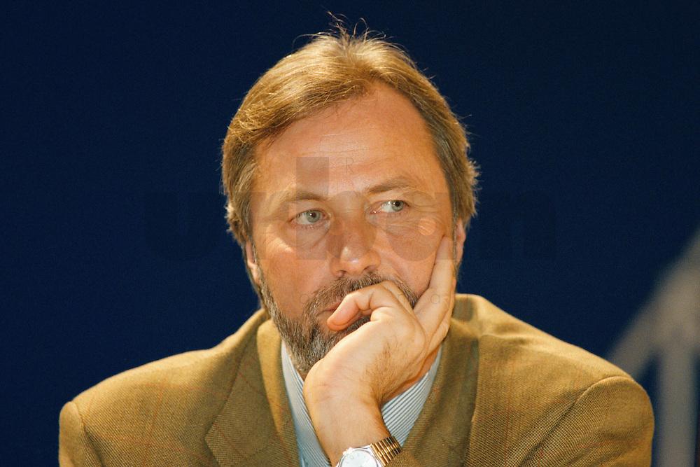 31 JANUARY 1998, DORTMUND/GERMANY:<br /> Dr. Fritz Behrens, SPD, Justizminister Nordrhein-Westfalen, auf dem Landesparteitag der SPD NRW