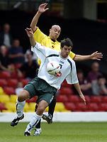 Fotball<br /> Foto: SBI/Digitalsport<br /> NORWAY ONLY<br /> <br /> Watford v Plymouth Argyle<br /> Coca-Cola Championship. 28/08/2004.<br /> <br /> Stevie Crawford holds off Gavin Mahon