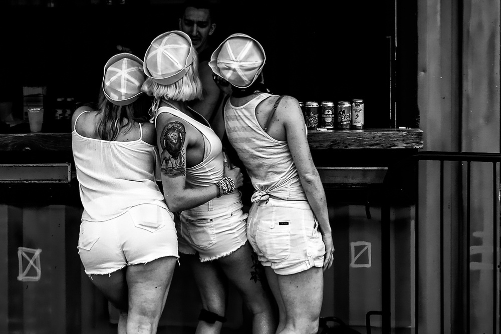 CONEY ISLAND - MERMAID PARADE GIRLS