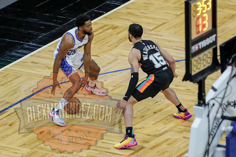 ORLANDO, FL - APRIL 12: Chasson Randle #25 of the Orlando Magic controls the ball against Quinndary Weatherspoon #15 of the San Antonio Spurs at Amway Center on April 12, 2021 in Orlando, Florida. NOTE TO USER: User expressly acknowledges and agrees that, by downloading and or using this photograph, User is consenting to the terms and conditions of the Getty Images License Agreement. (Photo by Alex Menendez/Getty Images)*** Local Caption *** Chasson Randle; Quinndary Weatherspoon