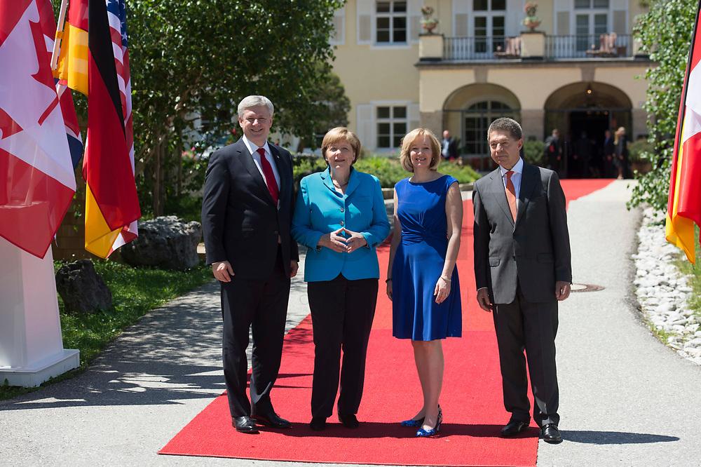 07 JUN 2015, ELMAU/GERMANY:<br /> Stephen Harper, Premierminister Kanada, Angela Merkel, CDU, Bundeskanzlerin, Laureen Harper, Ehefrau des kanadischen Premierministers Stephen Harper, Joachim Sauer, Ehemann von Angela Merkel (v.L.n.R.), waehrend der Begruessung der anreisenden Regierungschefs und deren Ehepartner, G7-Gipfel vor Schloss Elmau bei Garmisch-Patenkirchen<br /> IMAGE: 20150607-01-022<br /> KEYWORDS: G7 Summit