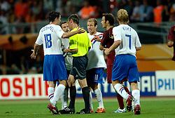 25-06-2006 VOETBAL: FIFA WORLD CUP: NEDERLAND - PORTUGAL: NURNBERG<br /> Oranje verliest in een beladen duel met 1-0 van Portugal en is uitgeschakeld / Arjen Robben<br /> ©2006-WWW.FOTOHOOGENDOORN.NL
