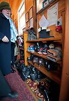 06.11.2011 Bohoniki (woj podlaskie) Polscy Tatarzy rozpoczeli swieto Kurban Bajram ( Swieto Ofiarowania ) jedno z najwazniejszych swiat muzulmanskich . W Bohonikach w ofierze zlozono byka n/z przed wejsciem do meczetu wierni musza zdjac buty fot.Michal Kosc/AGENCJA WSCHOD UWAGA!!!ZDJECIA NIE MOGA BYC WYKORZYSTANE W INNYM KONTEKSCIE NIZ DOTYCZACYM POLSKICH TATAROW ANI OBRAZAJACYM UCZUCIA RELIGIJNE MNIEJSZOSCI TATARSKIEJ!!!