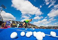 LONDEN -  Kitty Van Male (Ned)  geeft de bal aan tijdens de training in het Lee Valley Hockeystadium bij het  wereldkampioenschap hockey voor vrouwen. Het Nederlands elftal maakt zich op voor de kwartfinale . COPYRIGHT KOEN SUYK