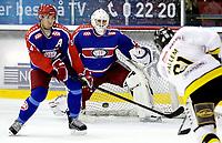 Ishockey<br /> Getligaen 2009<br /> Jordal Amfi<br /> 29.10.2009<br /> Vålerenga - Stavanger<br />  <br /> Patrick DesRochers redder fra Snorre Hallem Regan Kelly hjelper til<br /> Foto: Eirik Førde