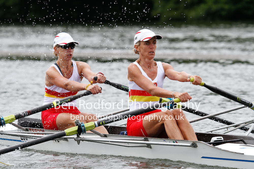 W.MasD.2x QF -  Berks: 270 TSS -  Bucks: 271 Champion of the Thames<br /> <br /> Friday - Henley Masters Regatta 2016<br /> <br /> To purchase this photo, or to see pricing information for Prints and Downloads, click the blue 'Add to Cart' button at the top-right of the page.