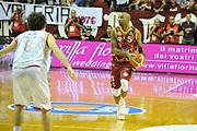 DESCRIZIONE : Venezia Lega A 2015-16 Umana Reyer Venezia - grissini Bon Reggio Emilia<br /> GIOCATORE : Phil Goss<br /> CATEGORIA : Palleggio<br /> SQUADRA : Umana Reyer Venezia<br /> EVENTO : Campionato Lega A 2015-2016 <br /> GARA : Umana Reyer Venezia - Grissin Bon Reggio Emilia<br /> DATA : 15/11/2015<br /> SPORT : Pallacanestro <br /> AUTORE : Agenzia Ciamillo-Castoria/M.Gregolin<br /> Galleria : Lega Basket A 2015-2016  <br /> Fotonotizia :  Venezia Lega A 2015-16 Umana Reyer Venezia - Grissin Bon Reggio Emilia