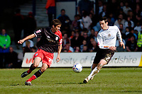 Photo: Leigh Quinnell.<br /> Luton Town v Southampton. Coca Cola Championship. 07/04/2007. Southamptons Andrew Surman looks for a way past Lutons Matthew Spring.