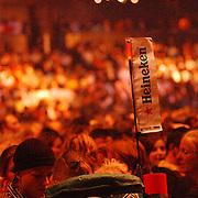 NLD/Amsterdam/20050518 - Concert Black Eyed Peas, reclame Heineken, publiek
