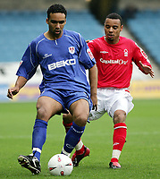Fotball<br /> England 2004/05<br /> Championship<br /> Millwall v Nottingham Forest<br /> 3. oktober 2004<br /> Foto: Digitalsport<br /> NORWAY ONLY<br /> Forest's  Matthieu Louis-jean and Millwall's Paul Ifill go for the ball
