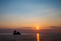 Themenbild - Kaum eine andere Region Italiens ist dermaßen geprägt vom Tourismus wie die Küstenregionen der oberen Adria. In den Hauptbadeorten Grado, Lignano, Bibione, Caorle, Jesolo, Marina die Venezia und auf der Isola Albarella drängen sich jedes Jahr aufs neue wahre Touristenmassen am Strand. Hier im Bild Sonnenuntergang in der Lagune. Grado, Italien am Montag, 15. April 2019 // Preseason on the upper Italian Adria. Hardly any other region of Italy is as influenced by tourism as the coastal regions of the upper Adriatic. In the main seaside resorts of Grado, Lignano, Bibione, Caorle, Jesolo, Marina the Venezia and on the Isola Albarella, every year new masses of tourists crowd the beach. Picture shows Sunset in the lagoon. Grado, Italy on Italy on Monday, April 15, 2019. EXPA Pictures © 2019, PhotoCredit: EXPA/ Johann Groder