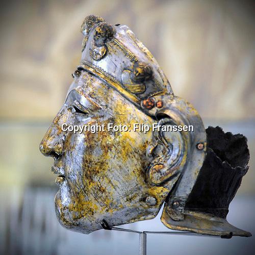 Nederland, Nijmegen, 2-11-2020 Het romeinse gezichtsmasker is in 1915 opgevist uit de Waal en een van de topstukken van museum het valkhof .Foto: ANP/ Hollandse Hoogte/ Flip Franssen