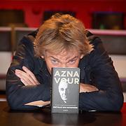NLD/Amsterdam/20150925 - Boekpresentatie Charles Aznavour - Matthijs van Nieuwkerk,