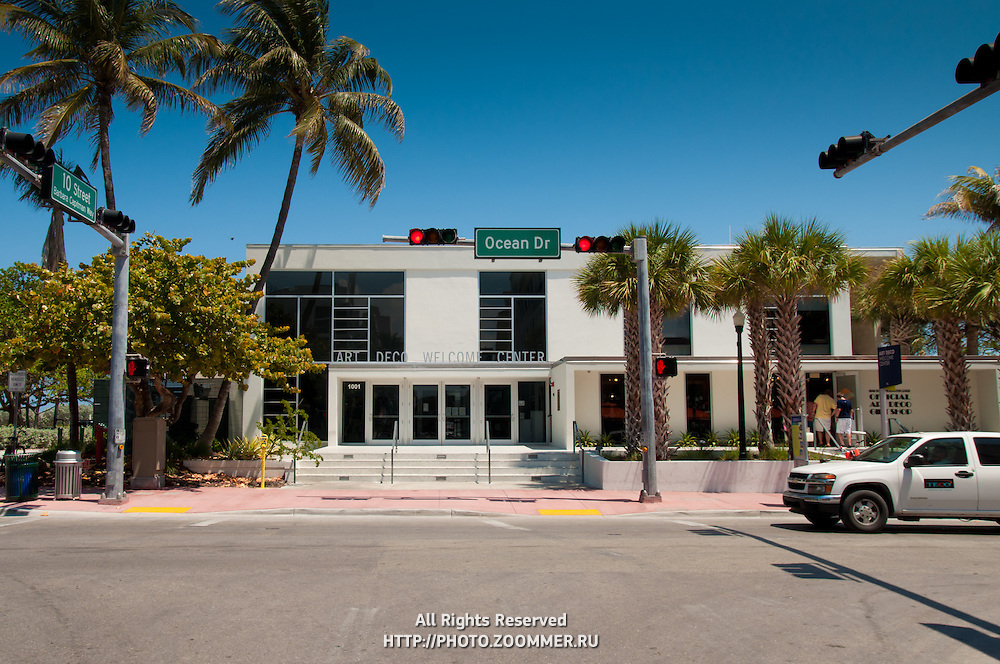 Ocean Drive intersection with Art deco welcome center in Miami Beach, Florida