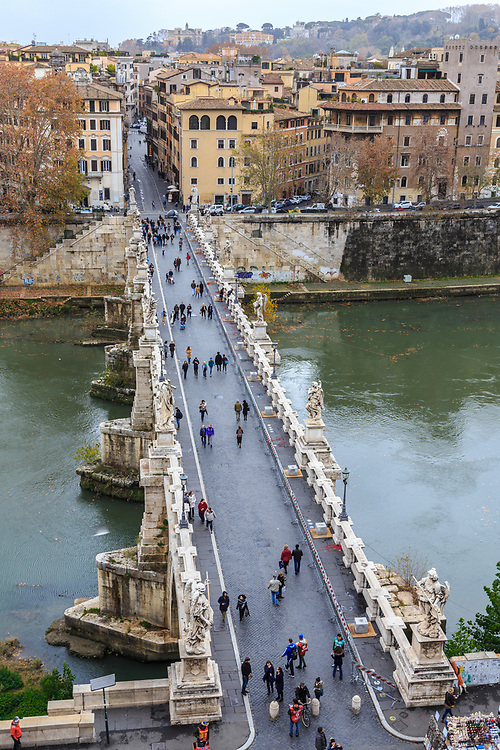 Ponte S. Angelo in river Tiber in Rome, Italy. Is the most famous bridge in Rome because it travels to visit Castel San'Angelo. Emperor Hadrian built it in 134.
