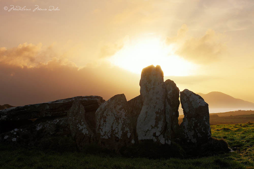 Historial Megaliths County Kerry Ballinskelligs Ireland / bs058