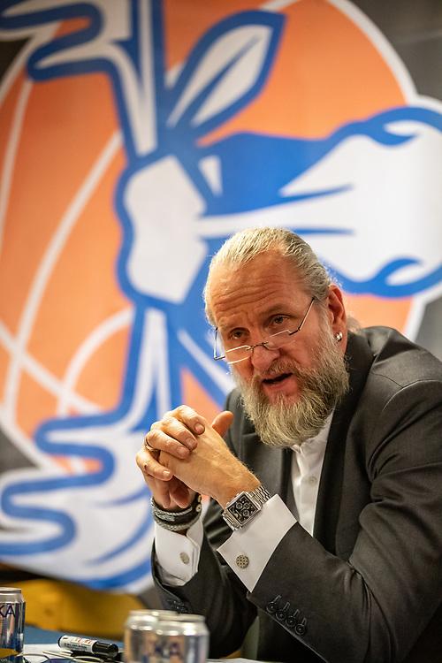 ÖSTERSUND 20191230<br /> Jämtlands Coach Torbjörn Gehrke  under måndagens match i basketligan mellan Jämtland Basket och Wetterbygden i Östersunds Sporthall.<br /> <br /> Foto: Per Danielsson/Projekt.P