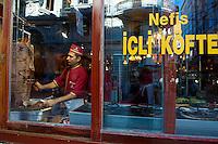 Turquie, Istanbul, quartier de Taksim, rue Istiklal Cad, restaurant de Kebab // Turkey, Istanbul, Taksim neighbourhood, Istiklal street, kabab restaurant