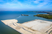 Nederland, Noord-Holland, Amsterdam, 20-04-2015; het nog maagdelijke Centrum-eiland van IJburg, de eerste grondwerkzaamheden. IJmeer, Almere aan de horizon.De cirkel is voor de PopUp UrbanCampsite, camping waar kamperen en kunst samenkomen.<br />