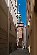 Zielona Góra (woj. lubuskie), 20.07.2013. Wieża Łazienna z XV wieku, jedne z najstarszych zabytków miasta.