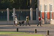 Doop zoon Prins Constantijn en Prinses Laurentien <br />  <br /> Claus-Casimir Bernhard Marius Max Graaf van Oranje-Nassau, jonkheer van Amsberg, zoon van Hunne Koninklijke Hoogheden Prins Constantijn en Prinses Laurentien der Nederlanden zal op zondag 10 oktober 2004 in de kapel van Paleis Het Loo Nationaal Museum in Apeldoorn ten doop worden gehouden. <br /> Als peetouders zullen Zijne Koninklijke Hoogheid de Prins van Oranje, Zijne Hoogheid Prins Maurits van Oranje-Nassau, van Vollenhoven, de heer Ed. P. Spanjaard en Tatjana Gravin Razumovsky aanwezig zijn. <br /> <br /> Ds. C.A. ter Linden, emeritus-predikant van de Kloosterkerkgemeente te Den Haag zal voorgaan in de doopdienst, die wordt gehouden onder verantwoordelijkheid van de Protestantse Gemeente Apeldoorn. Ouderling van dienst is mevrouw M.K.W. Drabbe-De Graeff. <br />  <br /> <br /> <br /> Op de foto Prins Bernhard Jr met Prinses Annette en hun dochter Isabella en Prinses Marilène. <br /> <br /> On the photo Prince Bernhard Jr. with Princess Anette and there doughter Isabella and Princes Marilène
