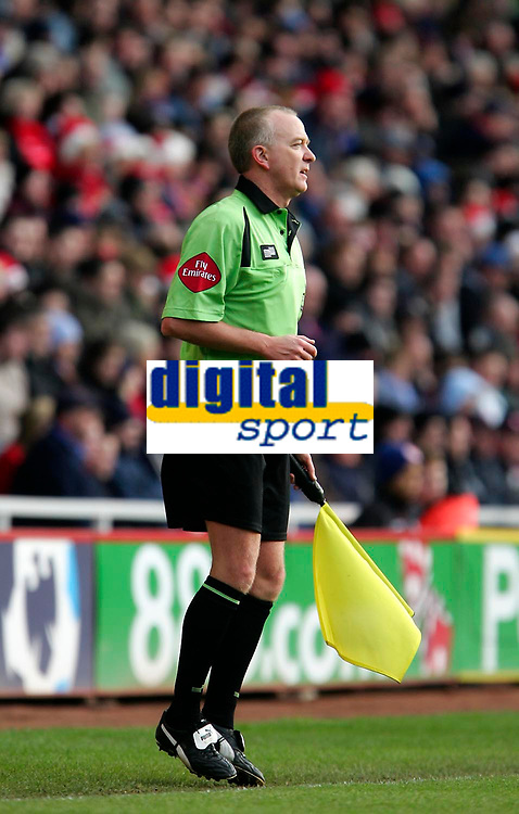Photo: Andrew Unwin.<br /> Middlesbrough v Tottenham Hotspur. The Barclays Premiership. 18/12/2005.<br /> The assistant referee who ruled that Franck Queudrue's header had crossed the goal-line.