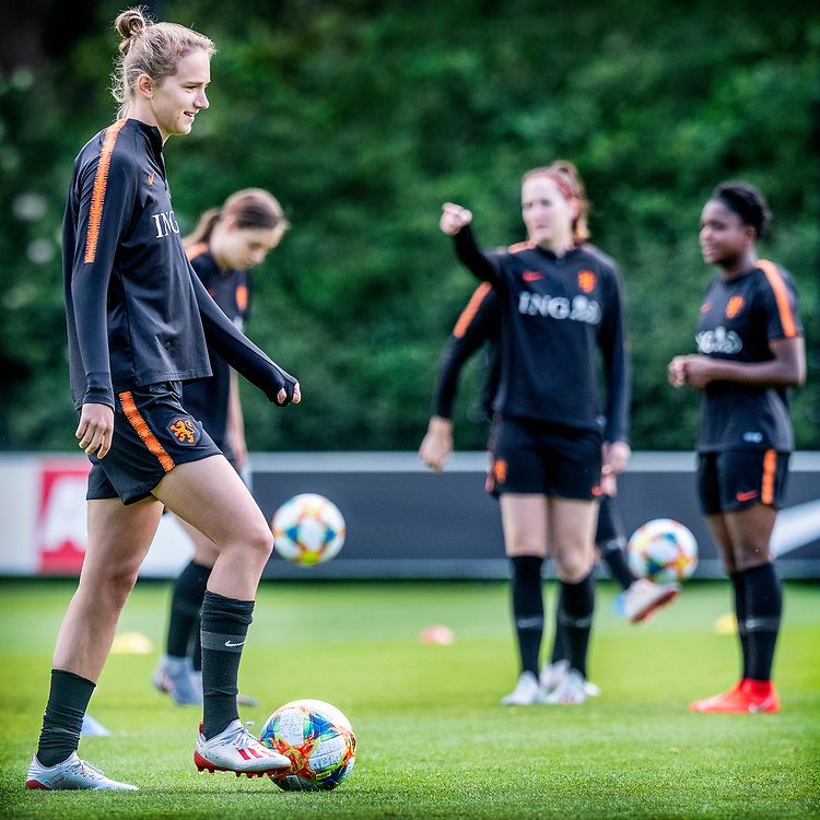 Netherlands. Zeist, 27-05-2019. Photo: Patrick Post. Training Nederlands Dames voetbalelftal. Links Vivianne Miedema.