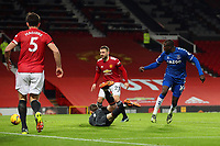 Football - 2020 / 2021 Premier League - Manchester United vs Everton - Old Trafford<br /> <br /> Abdoulaye Doucoure of Everton scores his sides first goal to make the score 2-1<br /> <br /> COLORSPORT/PAUL GREENWOOD