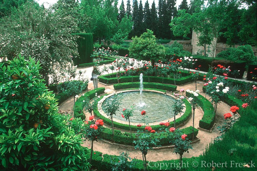 SPAIN, ANDALUSIA, GRANADA Alhambra, Generalife Summer Palace