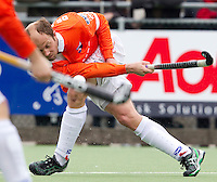 LAREN - Bloemendaal-speler Teun de Nooijner, zondag tijdens de hoofdklasse competitiewedstrijd mannen tussen Laren en Bloemendaal (1-4).  COPYRIGHT KOEN SUYK