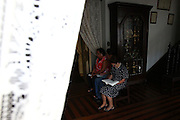 Sao Joao Del Rei_MG, 21 de Abril de 2011..SEMANA SANTA CIDADES HISTORICAS..Fotos da oficinas de tapetes em frente a Igreja Sao Francisco de Assis e missa solene da Ceia do Senhor na Catedral Basi?lica de Nossa Senhora do Pilar...FOTO: MARCUS DESIMONI / NITRO.....